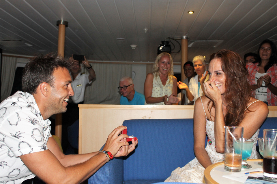 Guest proposing to his girlfriend aboard Yacht La Pinta