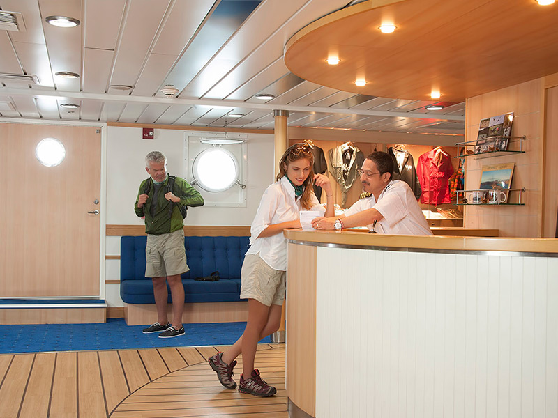 Yacht La Pinta's lobby