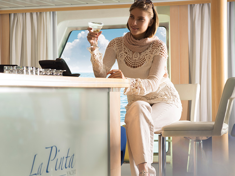 Bar lounge at Yacht La Pinta