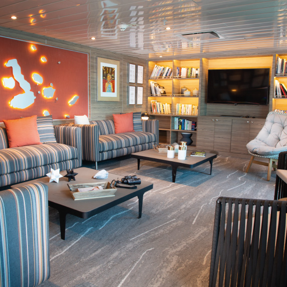 Yacht La Pinta cruise library