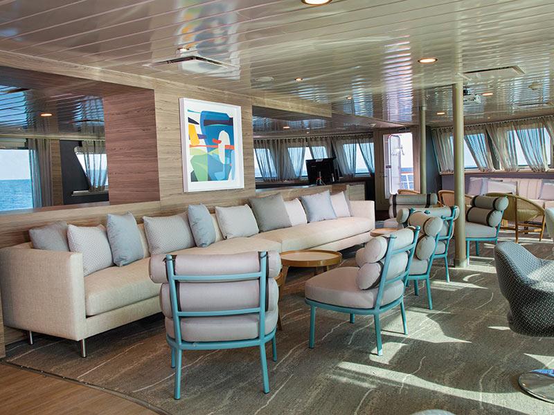 Yacht La Pinta's indoor bar