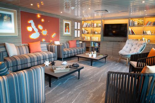 Yacht La Pinta's library room